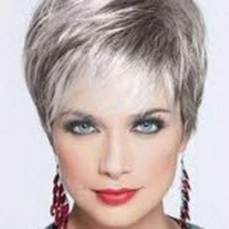 Coupes courtes sur cheveux gris