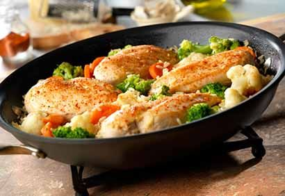 How to cook that Skillet Garlic Chicken Dinner at home.Skillet Garlic Chicken Dinner makes the best flavorful all time comfort dish for dinner.