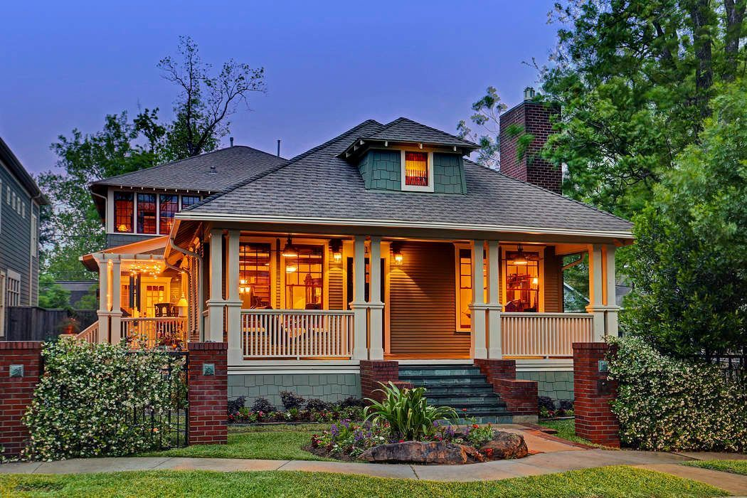 Old Craftsman-Style Home Retains Its Charm After More Than 100 Years #craftsmanstylehomes