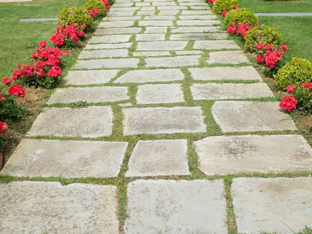 Pavimentazione da giardino vialetto in pietra giardino - Pavimentazione cortile esterno ...