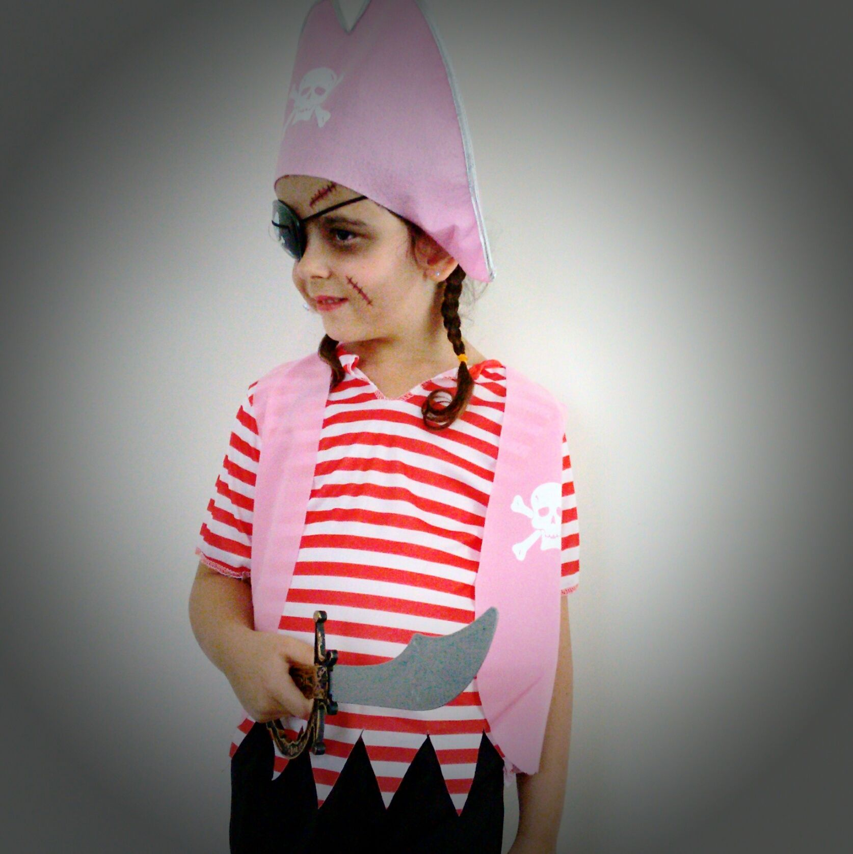 Tis'nt just boys who are wanten to be sailin the seven seas,girls can be tough as nails and will have you walkin the plank in no time at all. On the hunt for treasure are we? Girls Pirate dress Ups www.thedressupbox.net.au