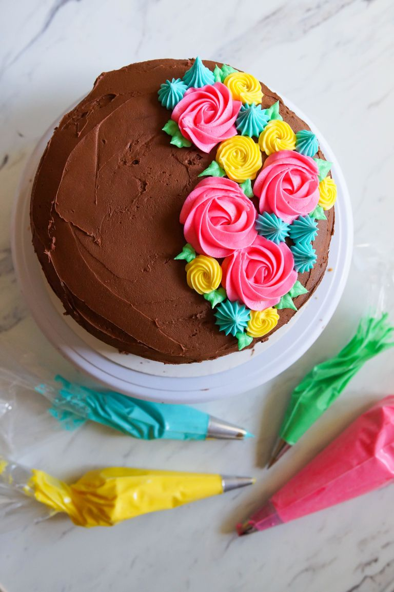 Tips For Frosting Cakes And 4 Easy Ideas Easy Cake Decorating