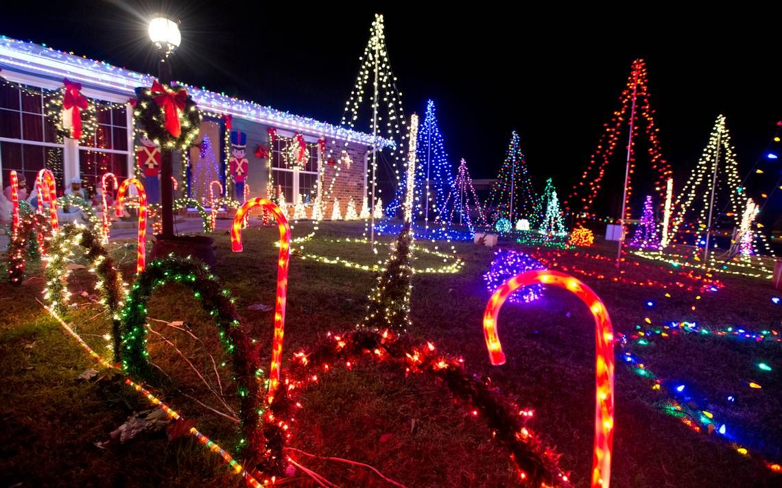 Kent Tour Of Best Christmas Lights Of Houston County Still An Annual Favorite Best Christmas Lights Outdoor Bar Height Table Christmas Lights