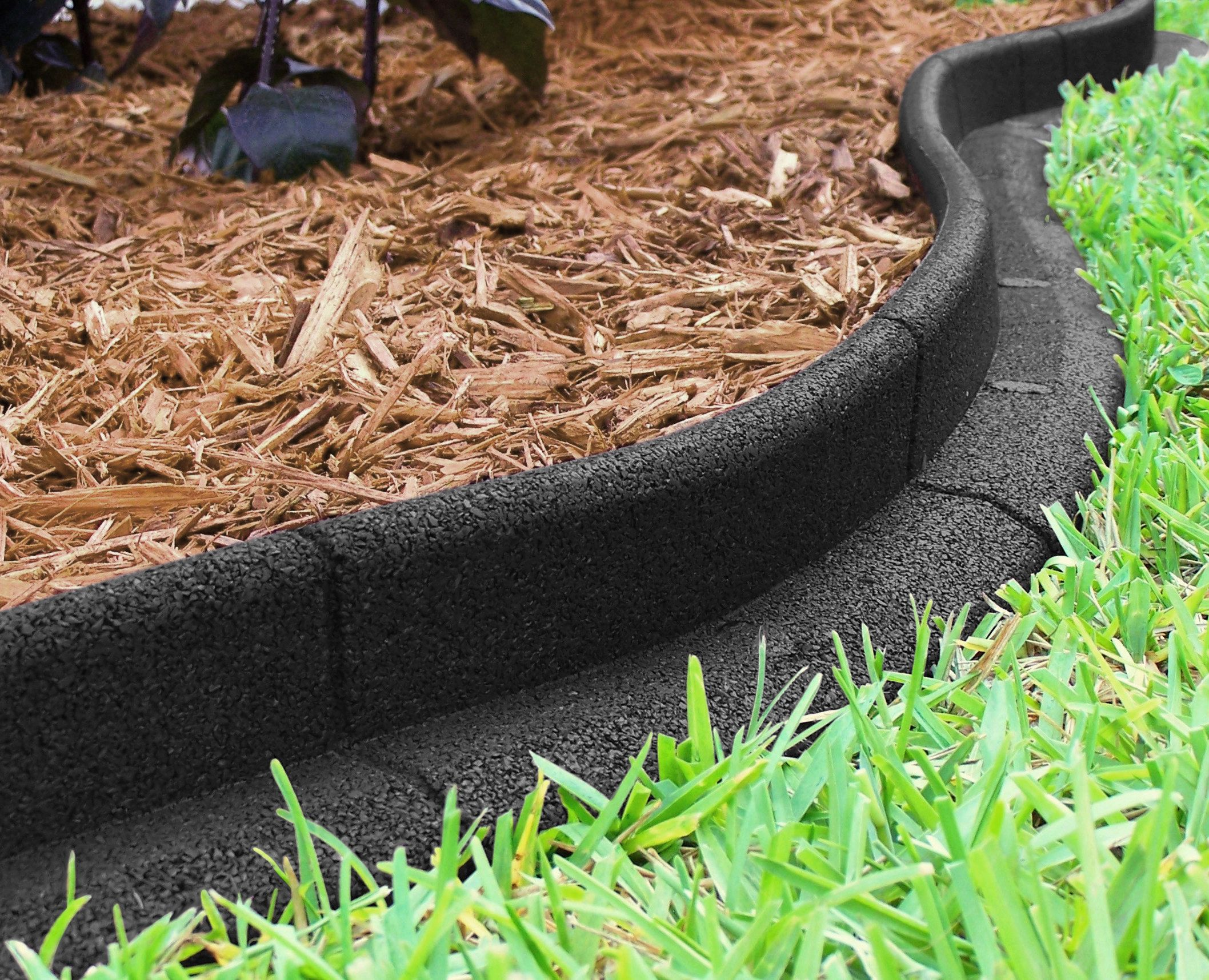 A Pack Of Landscape Edging That Doesn T Require You To Dig To Get A Clean Edge On All Your Garden Beds Landscape Edging Landscaping With Rocks Mulch Landscaping