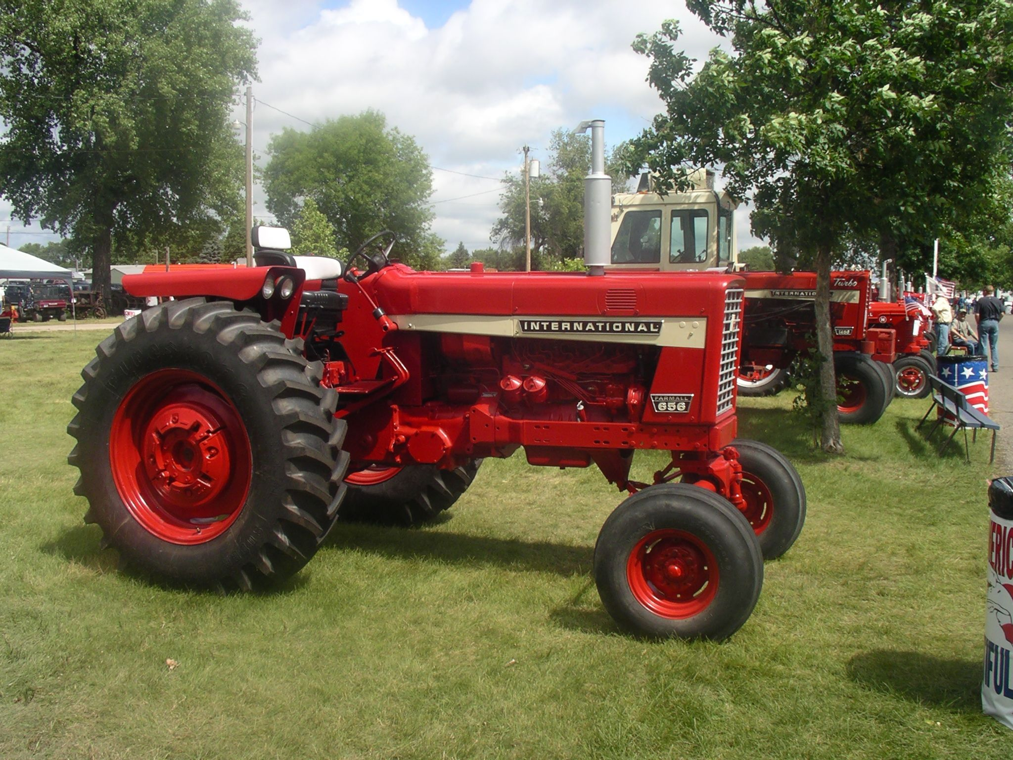International 656 Tractor With Loader : Ih diesel with a paint brush job looks pretty