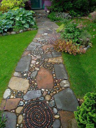 Une allée de jardin originale en mosaïque de pierres   jardin ...