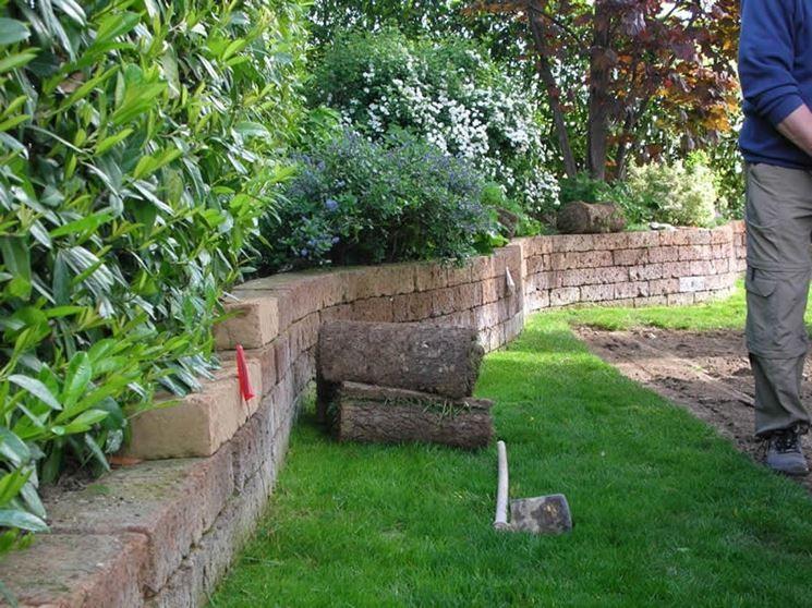 Mattoni tufo 745 558 garden ideas pinterest for Bordure aiuole in tufo