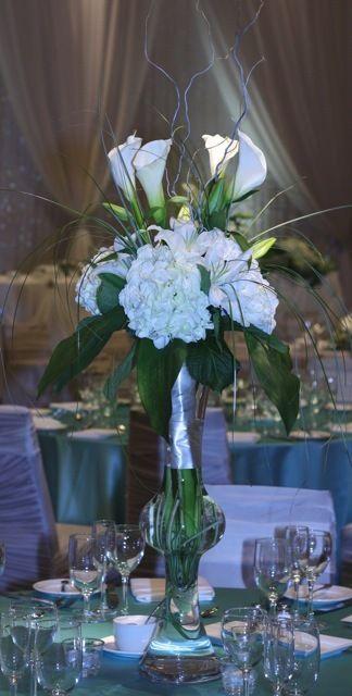 Pleasing Wedding Table Centerpiece In 24 Vase With White Hydrangea Download Free Architecture Designs Scobabritishbridgeorg