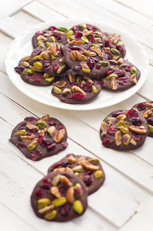 Superfood Chocolate Nibbles // super easy and oh so pretty for gifting via Linda Wagner #healthy #clean