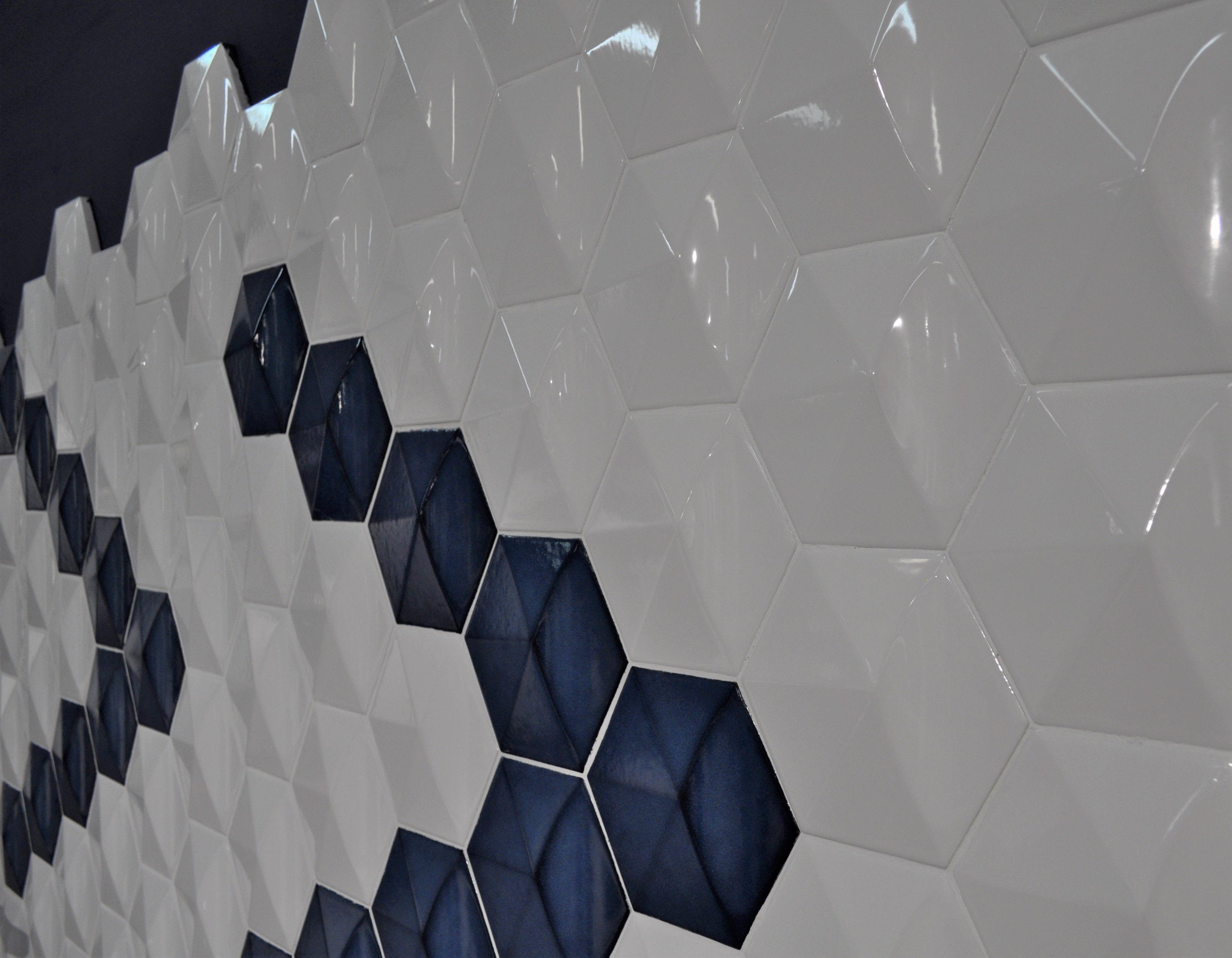 Esta Composicion De Azulejo En Relieve Y Combinado En Blanco Y