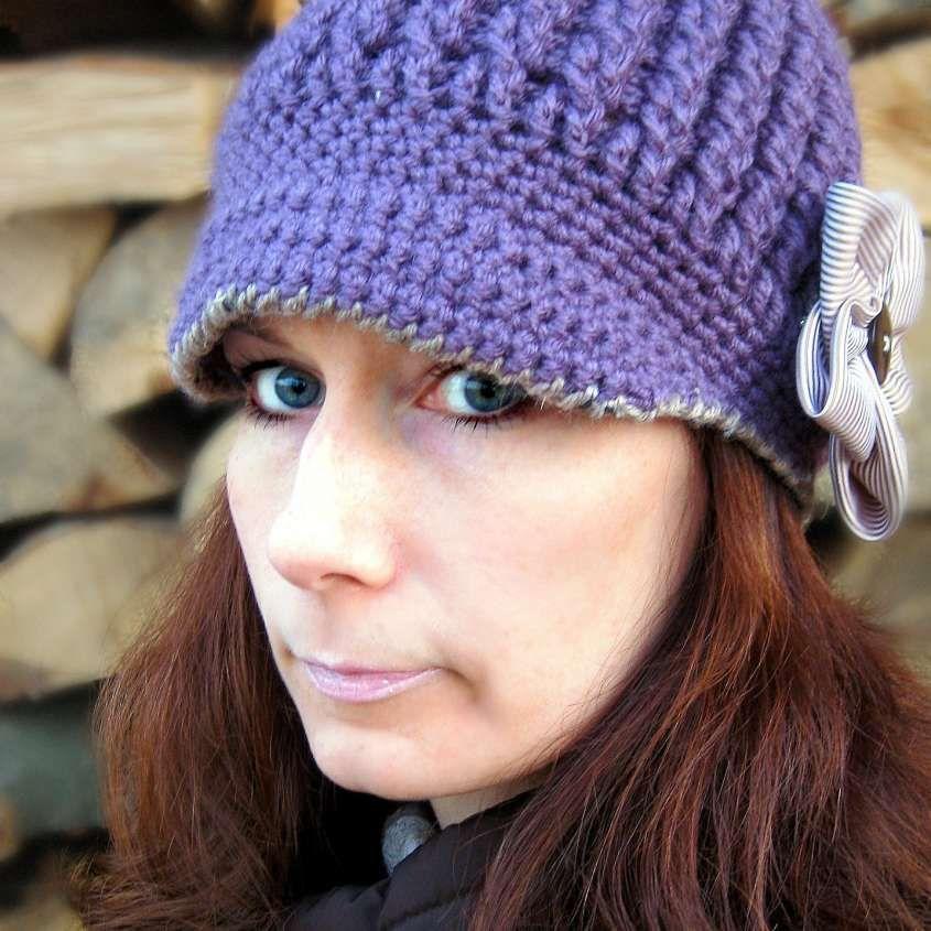 Cappello a uncinetto  schemi e modelli - Cappello con visiera ... 97be24ad5911