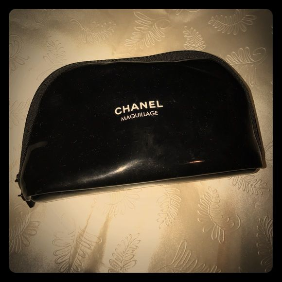 f28dac4fa95c NWOT~ Authentic CHANEL COSMETIC BAG Black patent leather Chanel cosmetics  bag 7X1.5X4