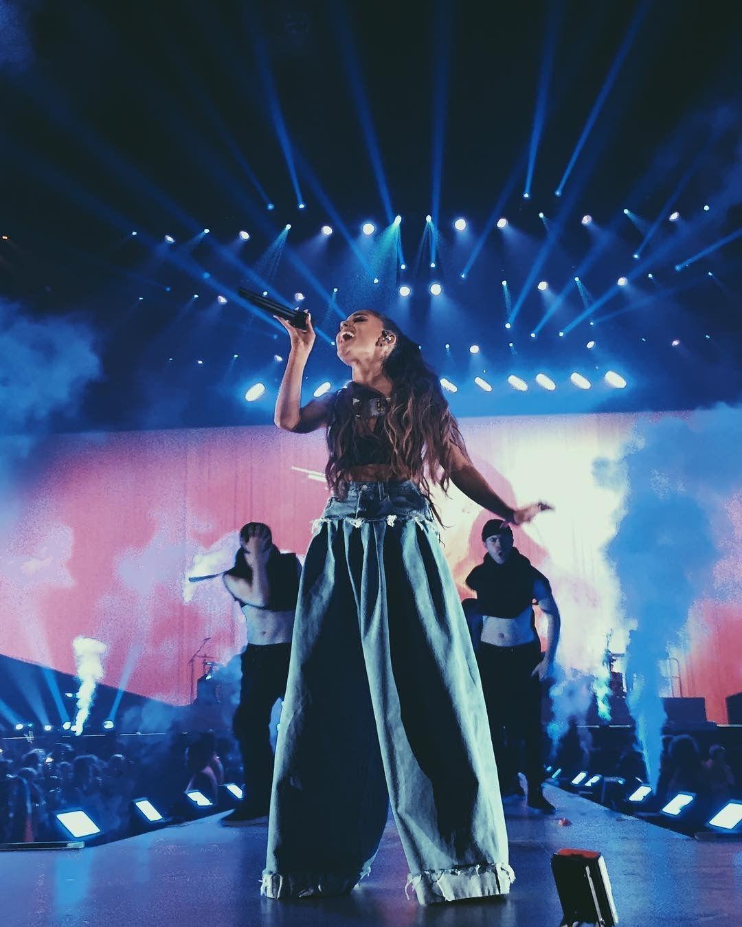 Fondo De Pantalla De Ariana