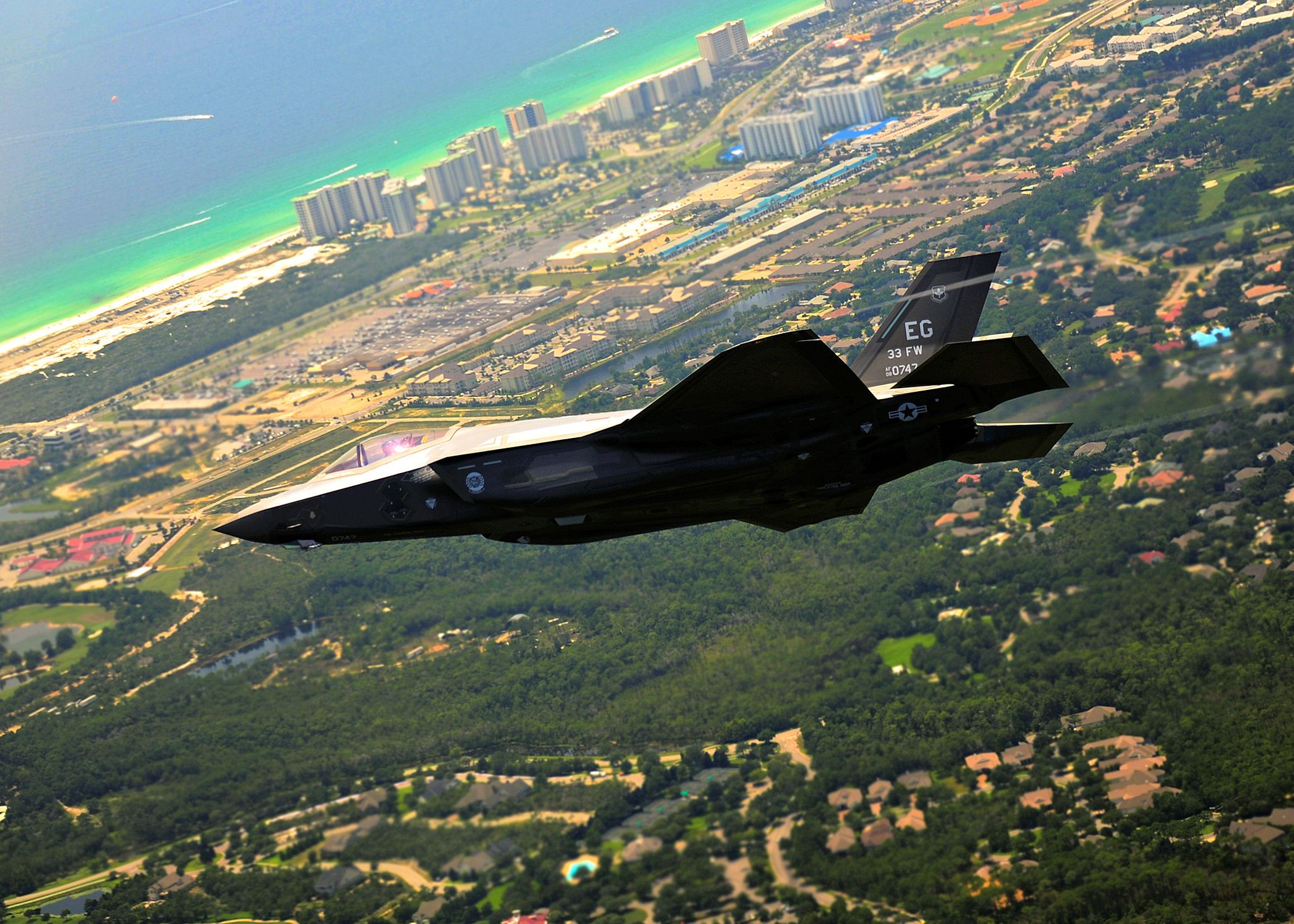 First_F35_Lightning_Arrives_at_Eglin_AFB_Florida2.jpg