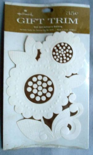 VINTAGE-HALLMARK-Gold-white-Sunflower-flower-gift-trim-scrapbook-tag-card-paper  #BigBoyTumbleweed