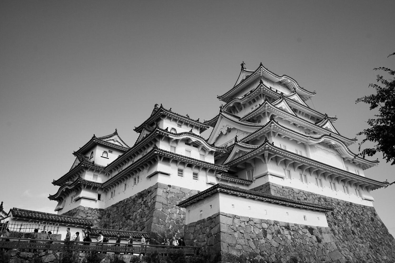 Kết quả hình ảnh cho b&w japan photography building