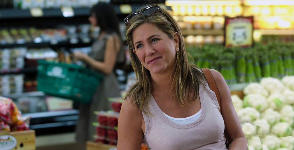 Movie Review Mother S Day Is Predictable Cliched And Unfunny Jennifer Aniston Mother Jennifer Aniston Jennifer Aniston Style
