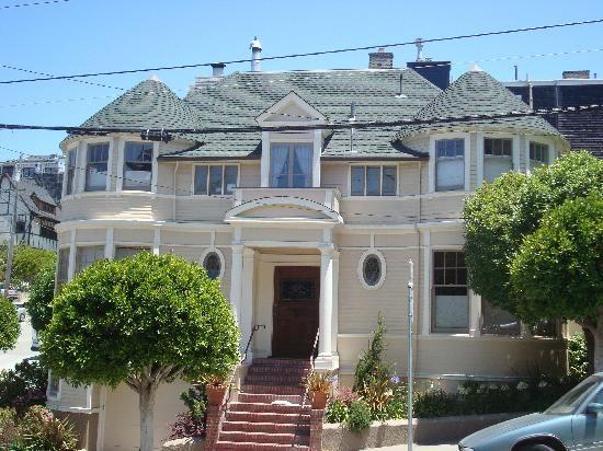 mrs doubtfire house stop 5 mrs doubtfire house. Black Bedroom Furniture Sets. Home Design Ideas