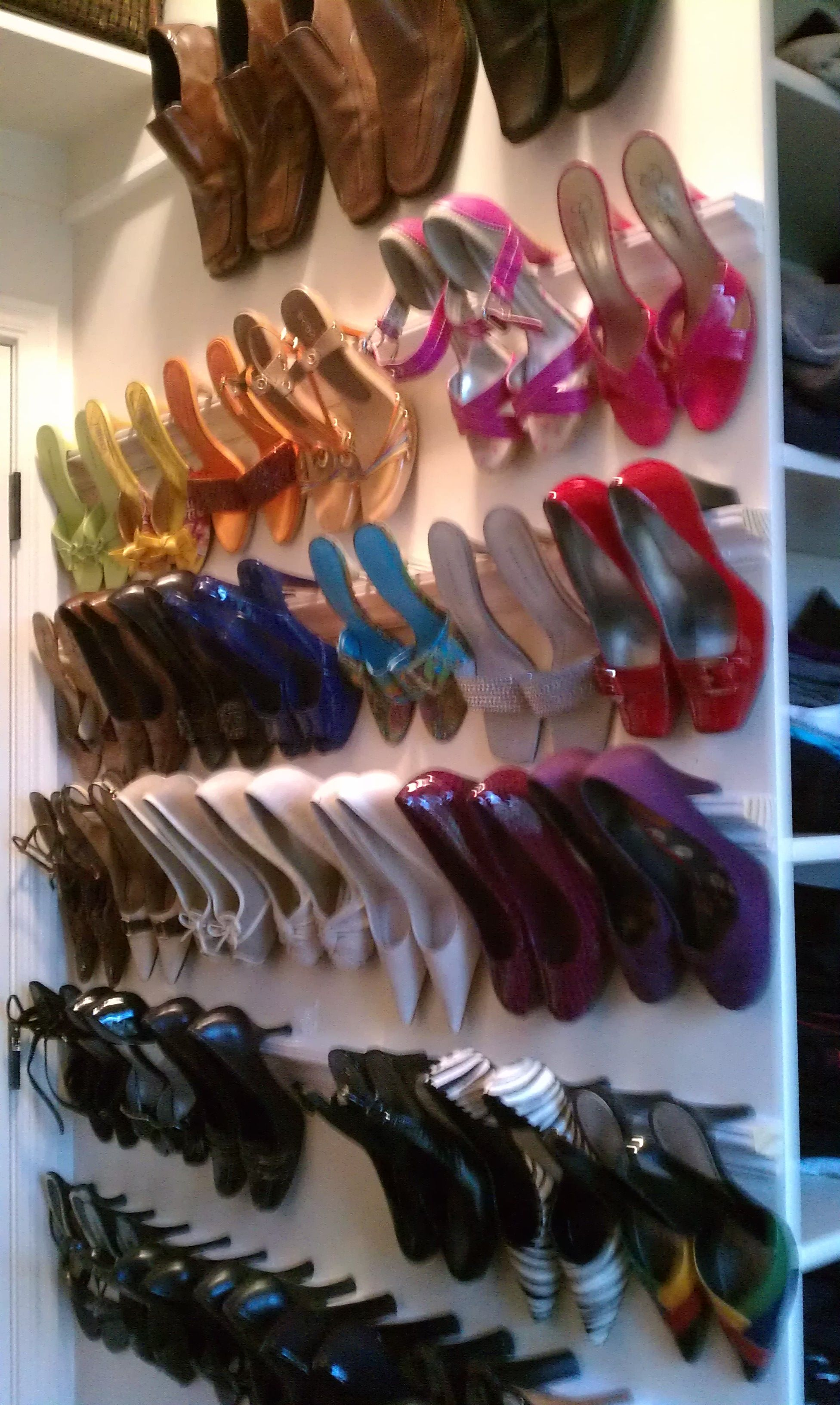 My Closet Crown Molding Cannot Take Credit Saw This On Pinterest Before I Joined And I Cannot Find The Ori Shoe Organization Closet Shoe Rack Shoe Organizer