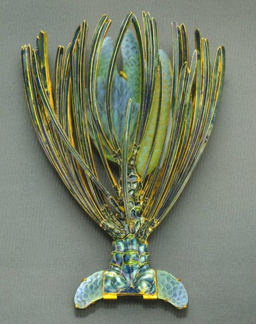Dekoratíve and applied art ~  Rene Jules Lalique (France, 1860-1945) ~ French jeweler during the early 20th century whose designs in jewelry and glass contributed significantly to the Art Nouveau movement at the turn of the century.