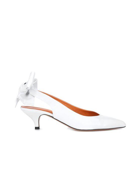 cc0a5f48182 Porter une paire de chaussures blanches le soir de noël