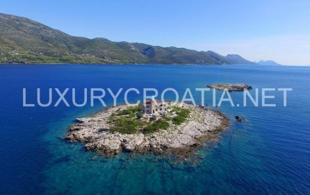 ISLAND FOR RENT, beautiful villa with pool on this small