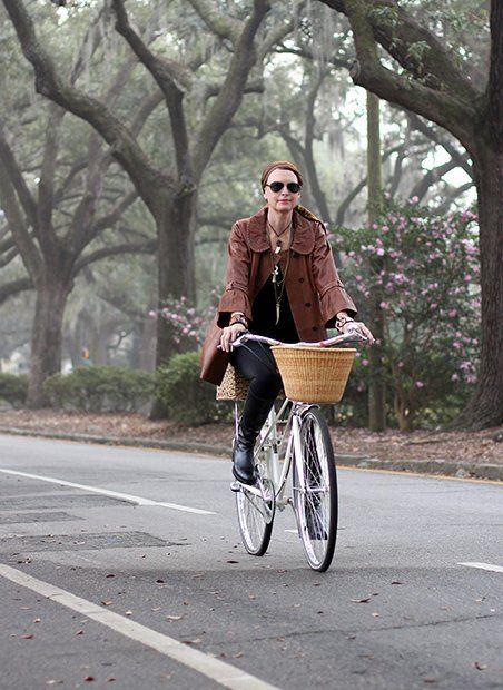 Savannah: Welcoming Squares Amidst Spanish Moss