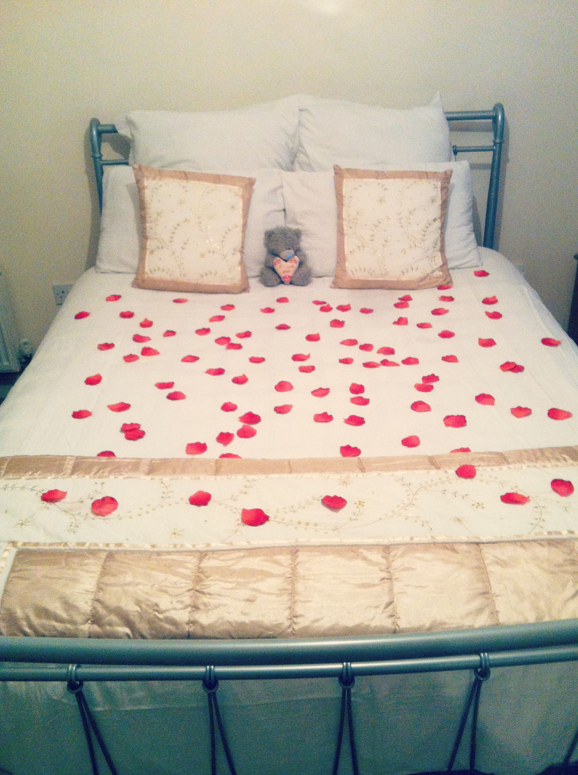 Valentines Day Love Rose Petals Bed Cute Romantic