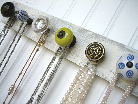 necklace wall hanging with chartreuse and blue id es d co chambre pinterest deco idee. Black Bedroom Furniture Sets. Home Design Ideas