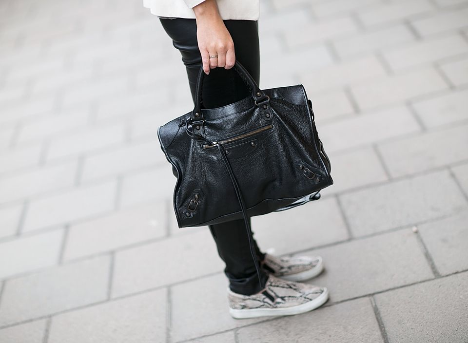 OUTFIT | LEATHER PANTS ON