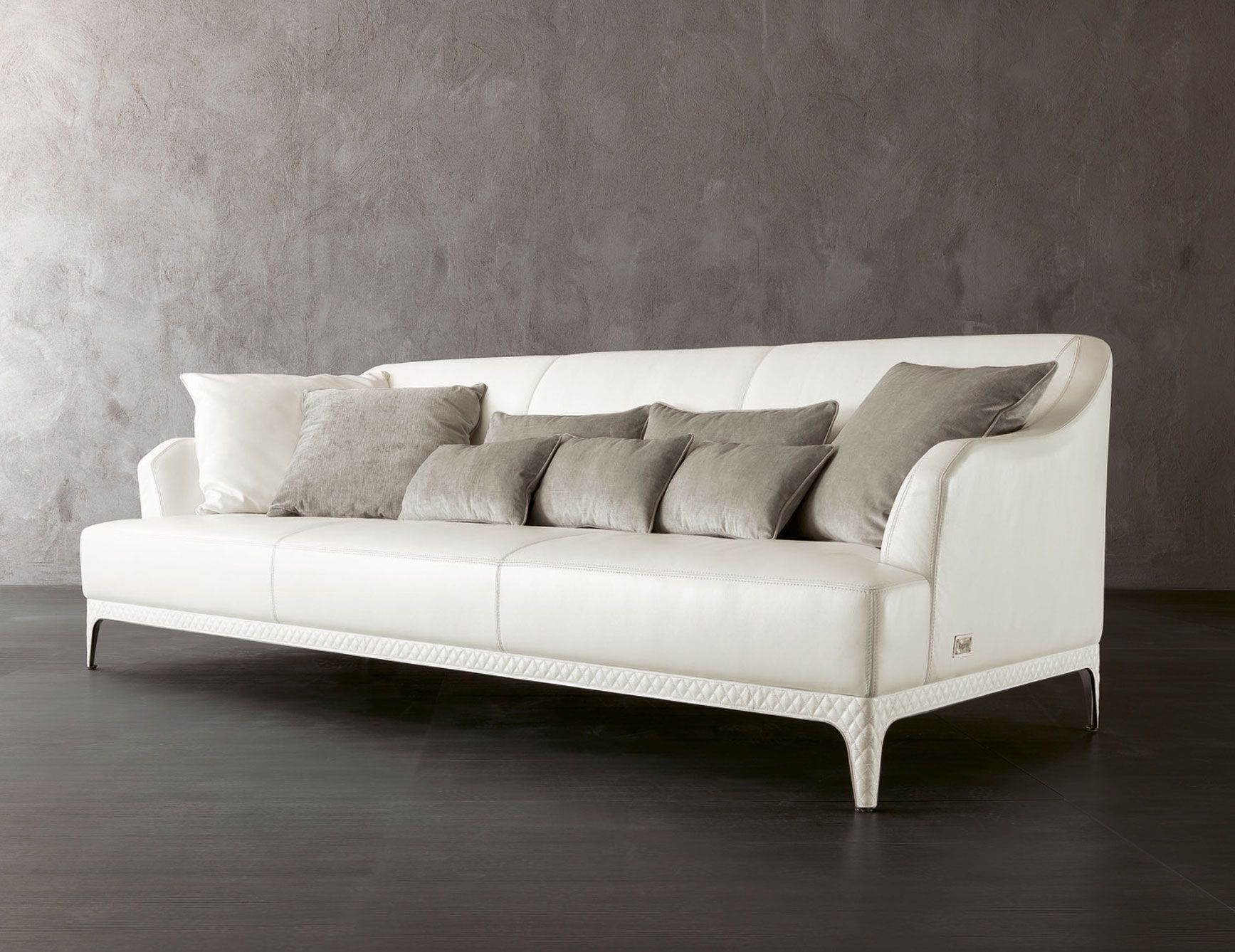 Oscar W45 luxury Italian sofa upholstered in leather This luxury