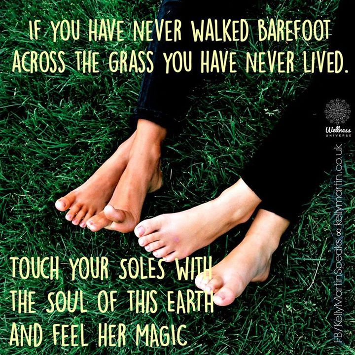 If You Have Never Walked Barefoot Across The Grass You Have Never Lived Barefoot Healthy Legal Safe Bil Barefoo Nature Quotes Walking Barefoot Barefoot