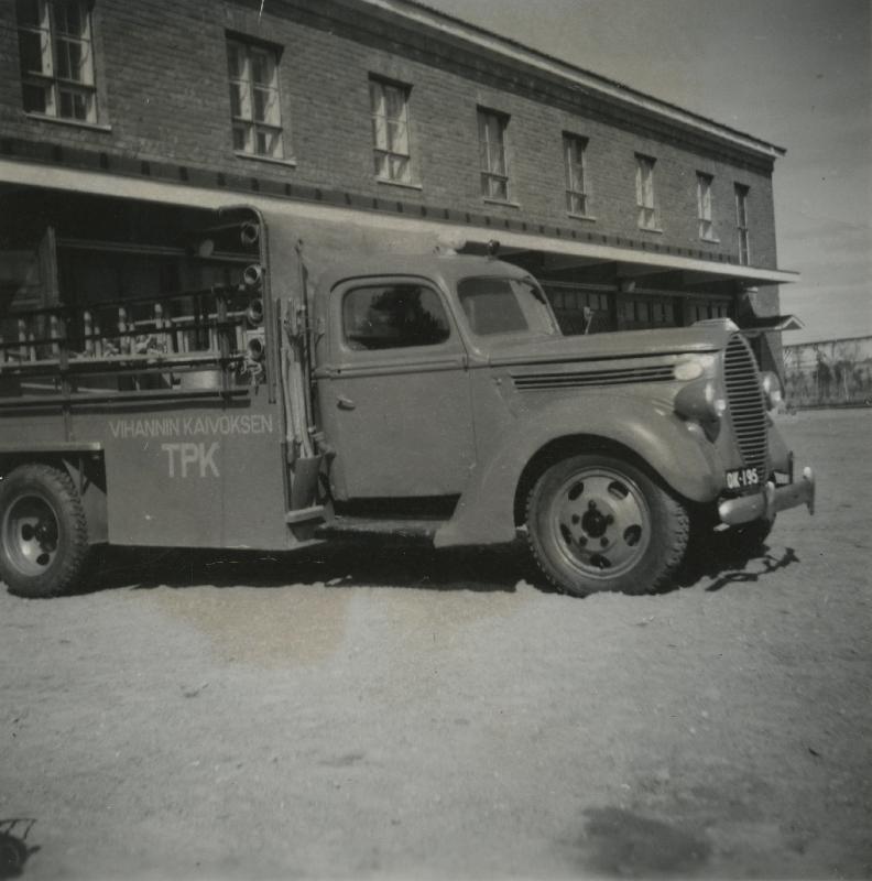 Vihannin kaivoksen tehdaspalokunnan paloauto, Outokummun arkisto 1960-luku #paloautot #firetruck