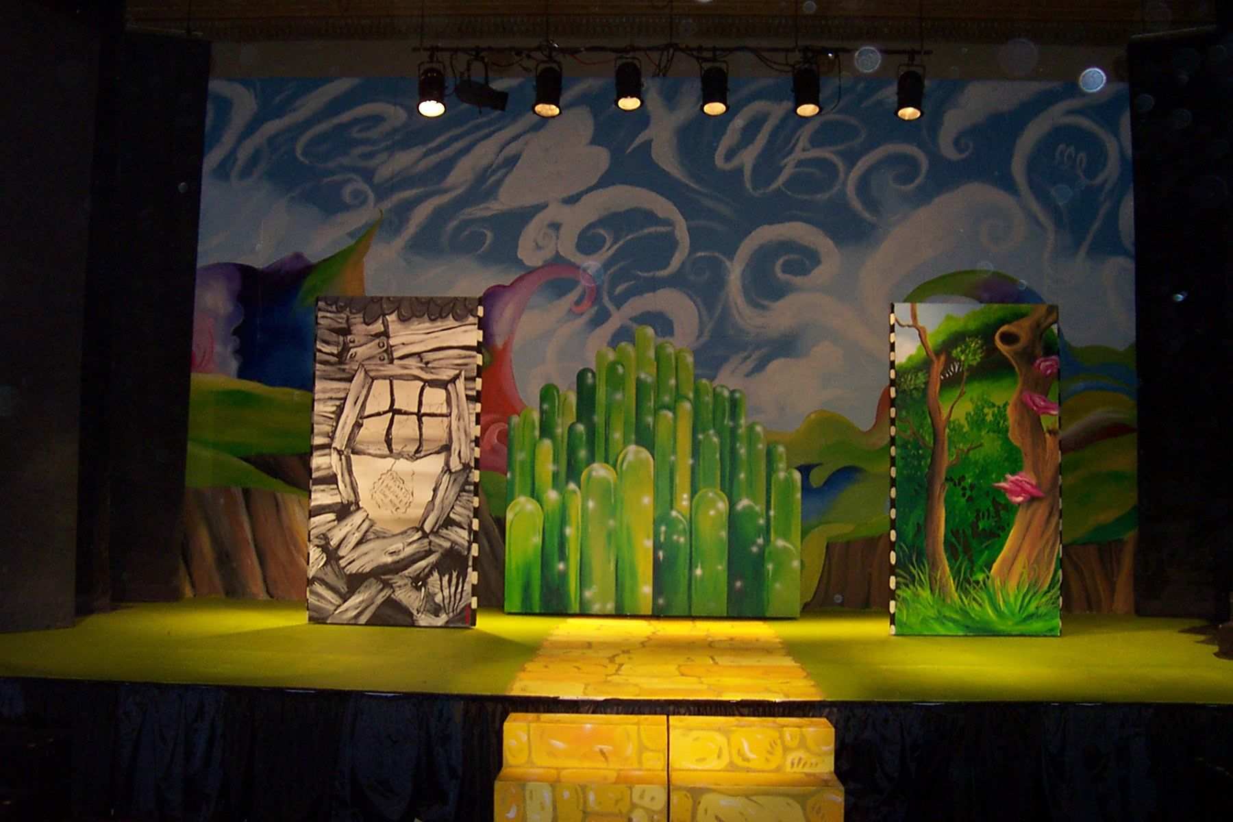 wizard of oz scenery ideas | wizard of oz | theatre is my life ...