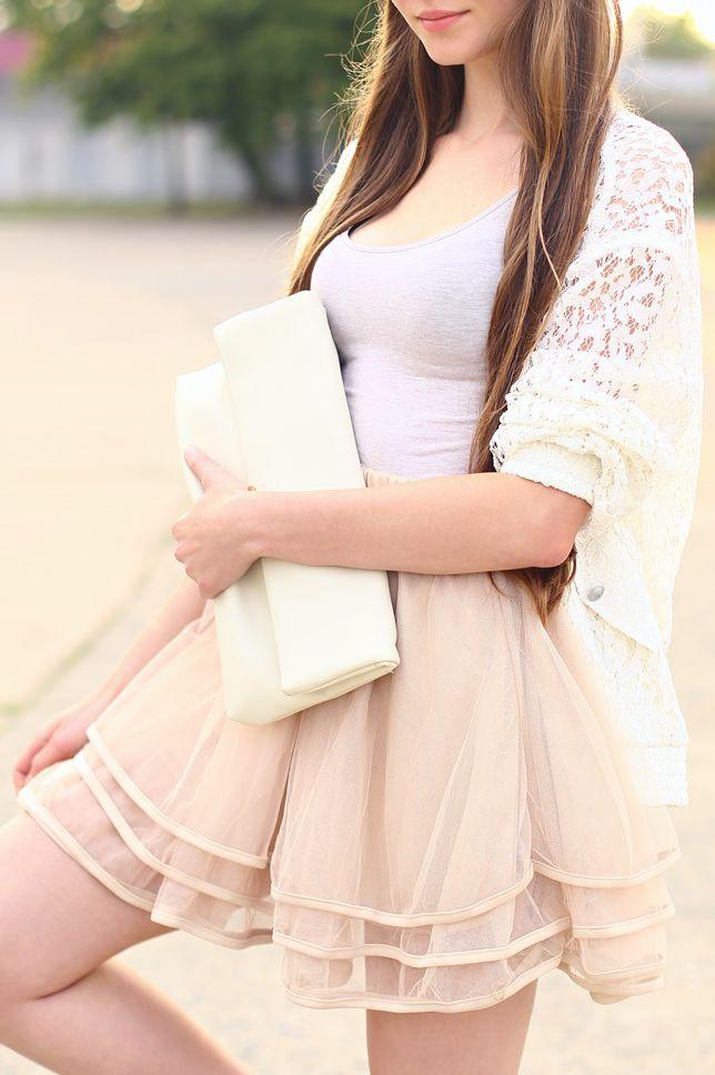 00d8d933aa Biała koronkowa bluza
