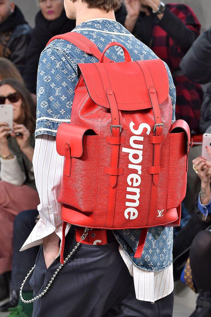 62580e0c0 Quinta-feira, 19 de janeiro. Na moda, não se falou em outra coisa além da  colaboração entre Louis Vuitton e Supreme , desvendada no desfile masculino  de ...