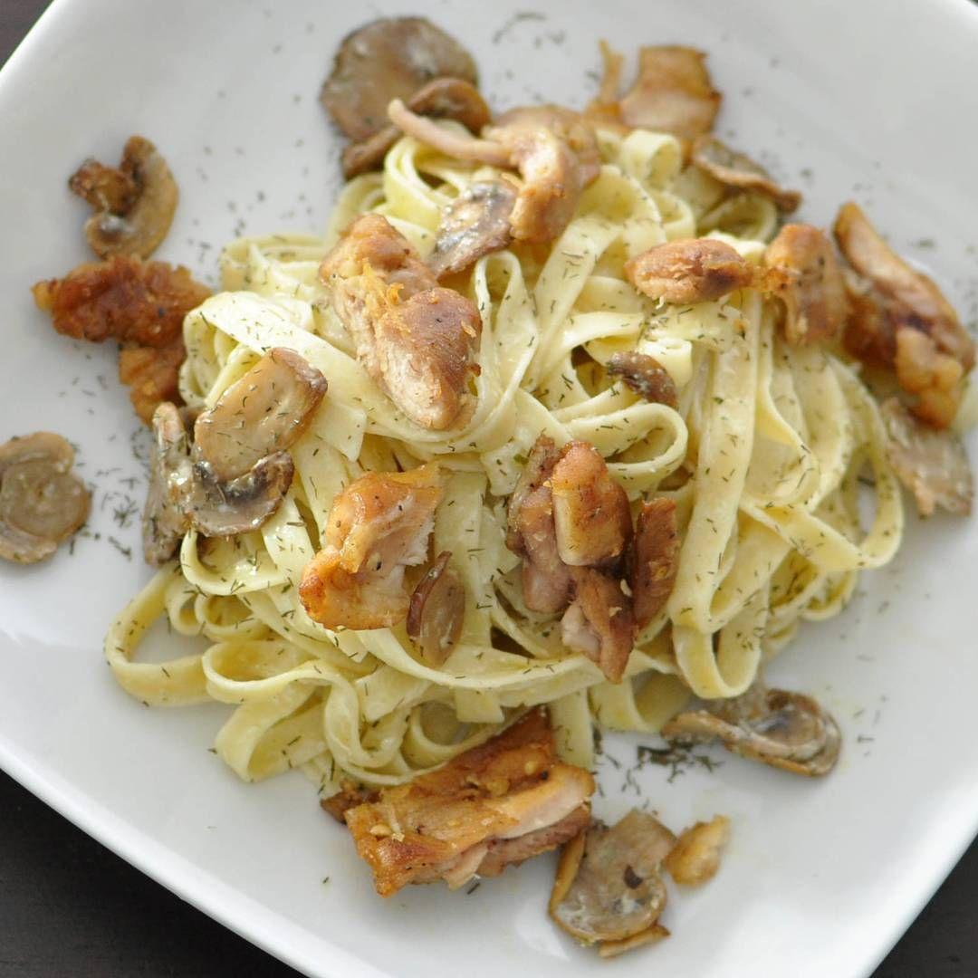 """""""Fettuccine con dip Tziki, pollo y champiñones. Una opción muy sana y deliciosa. #simple #delicious #creamy #healthy #mediterranean #dip #food #enjoy #eat…"""""""