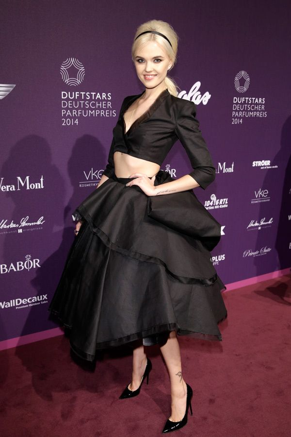 http://fashionzone.de/wp-content/files/2014/05/Bonnie-Strange-Duftstars-Award1.jpg