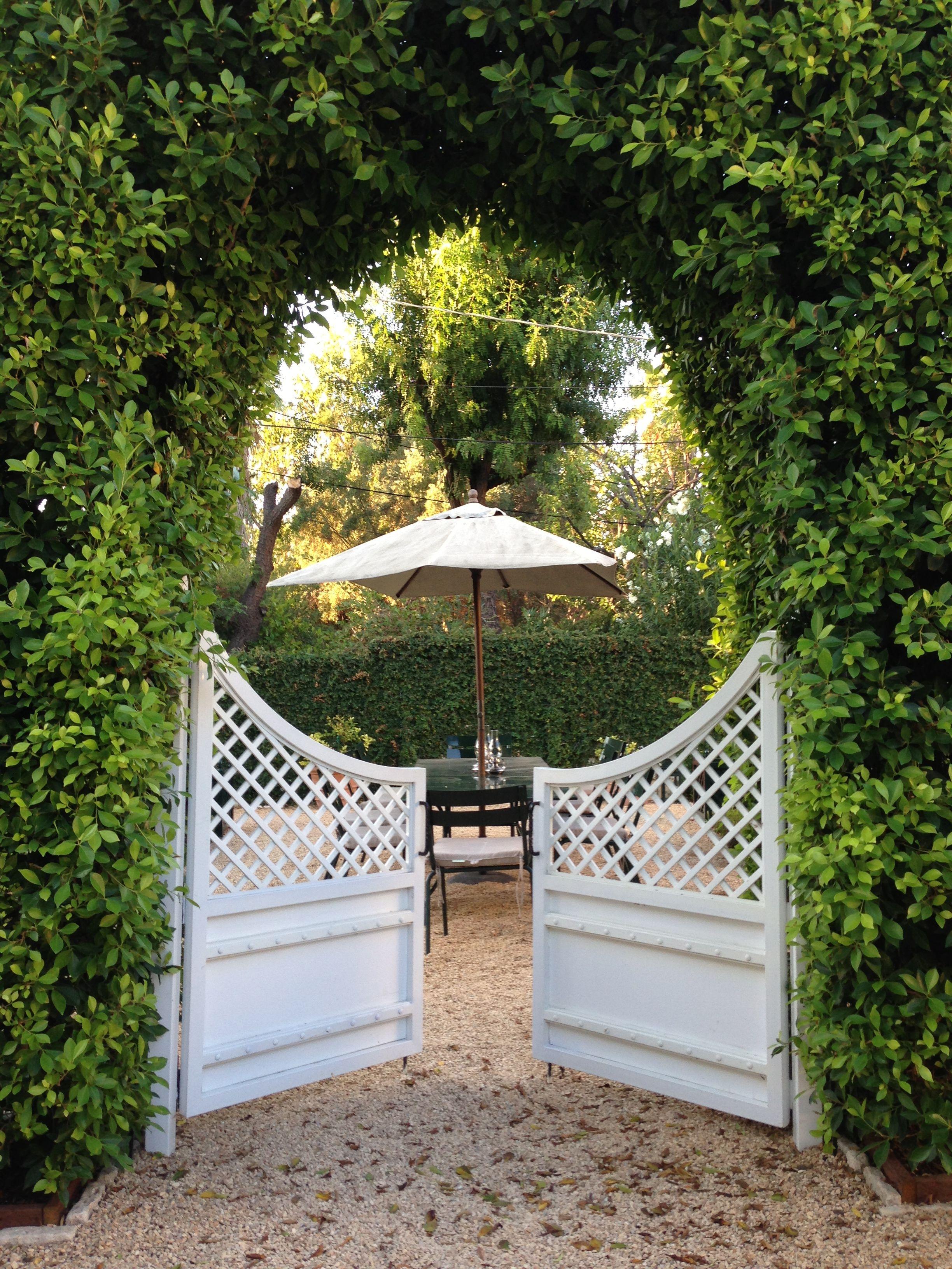 delightful weekend blue red yellow garden pinterest portillon de jardin portillon et. Black Bedroom Furniture Sets. Home Design Ideas