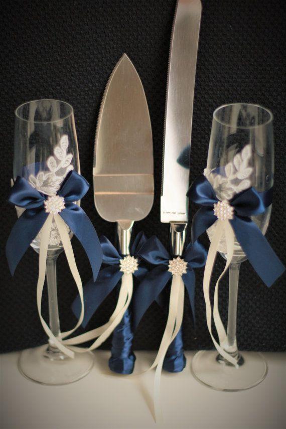 Canasta de boda azul marino + almohadas de portador de la marina + libro de visitas con pluma + juego de liga de novia de la marina + gafas de champán + servidor de pastel marino conjunto