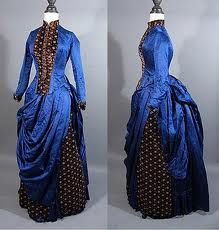 Mandarin collars had high but small ruffs around the neckline. This style came from the influence of Asian garments.