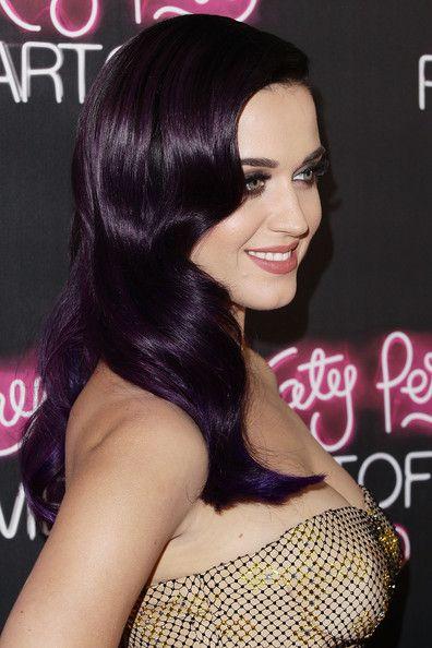 Katy Perry Photos Photos Katy Perry Part Of Me Australian Premiere Dark Purple Hair Hair Color Purple Dark Purple Hair Color