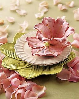 Floral Dinnerware place setting in pink and green. #tablesetting #tablescape #entertaining