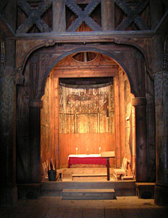 From Wikiwand: Gol stavkirke, interiøret sett mot koret. Foto: John Erling Blad, 28. november 2005.