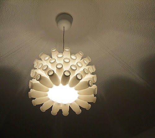 Lámpara con botellas de Actimel de Recyclart Artesanias y