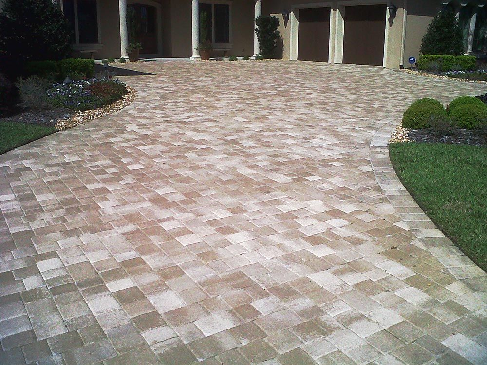 Olde Towne Cappuccino Paver Driveway Hardscape Design