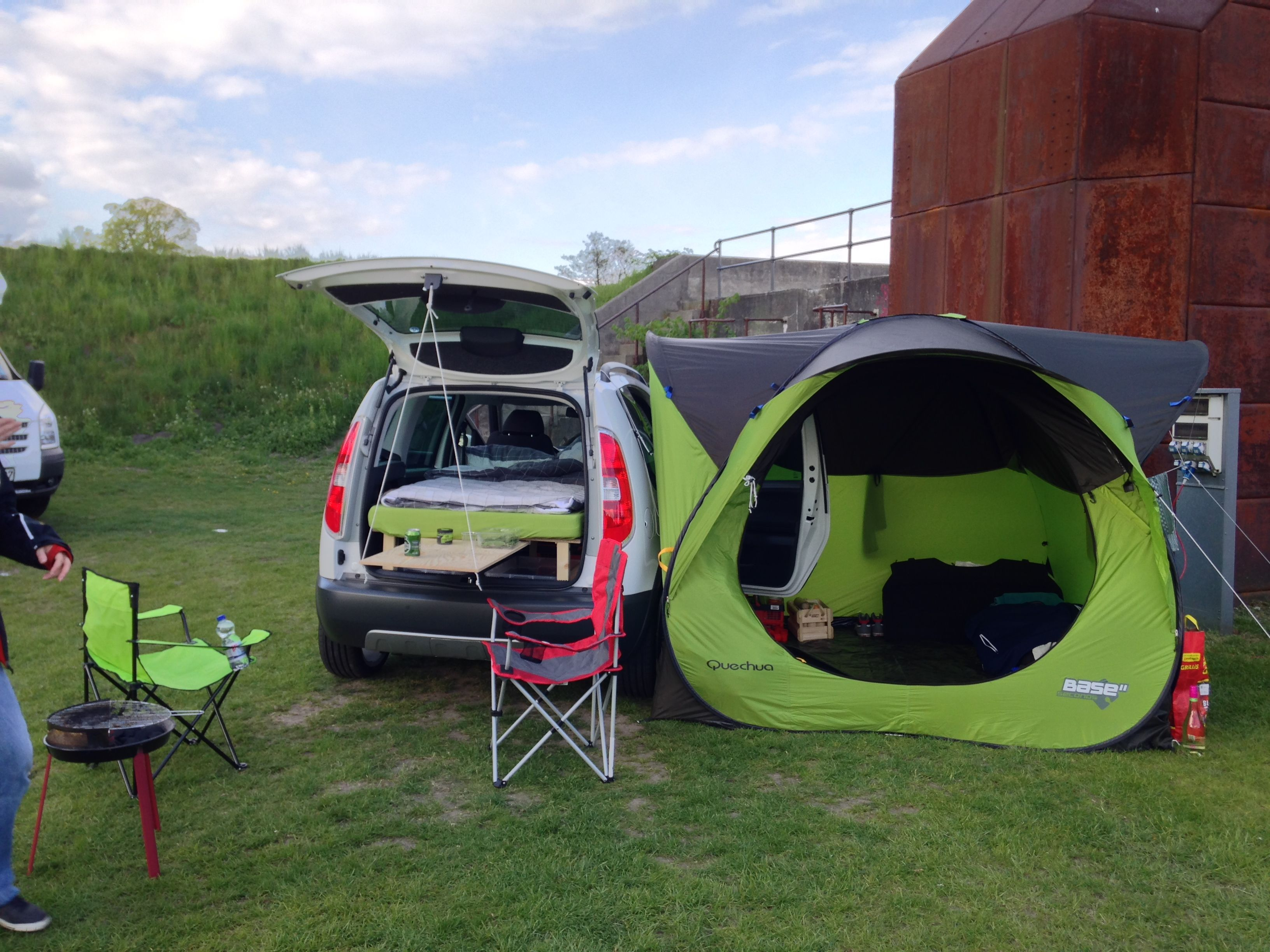skoda roomster camper gemany with quechua base auto camping suv camping und auto zelt. Black Bedroom Furniture Sets. Home Design Ideas