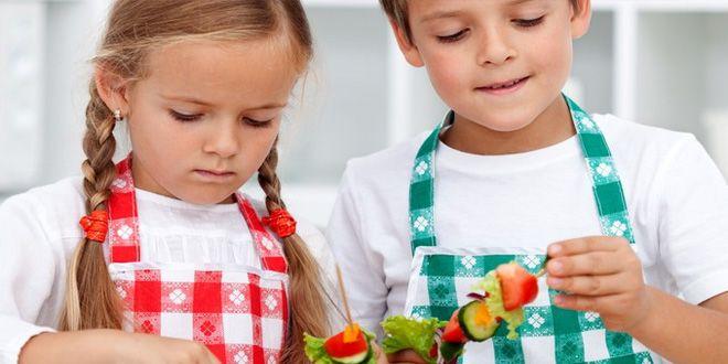 Conoce aquí cómo enseñar a comer saludable a tus hijos y evita así problemas de obesidad y sobrepeso infantil. Clic Aquí>>> http://bajartalla.com/ensenar-a-comer-saludable-a-tus-hijos/