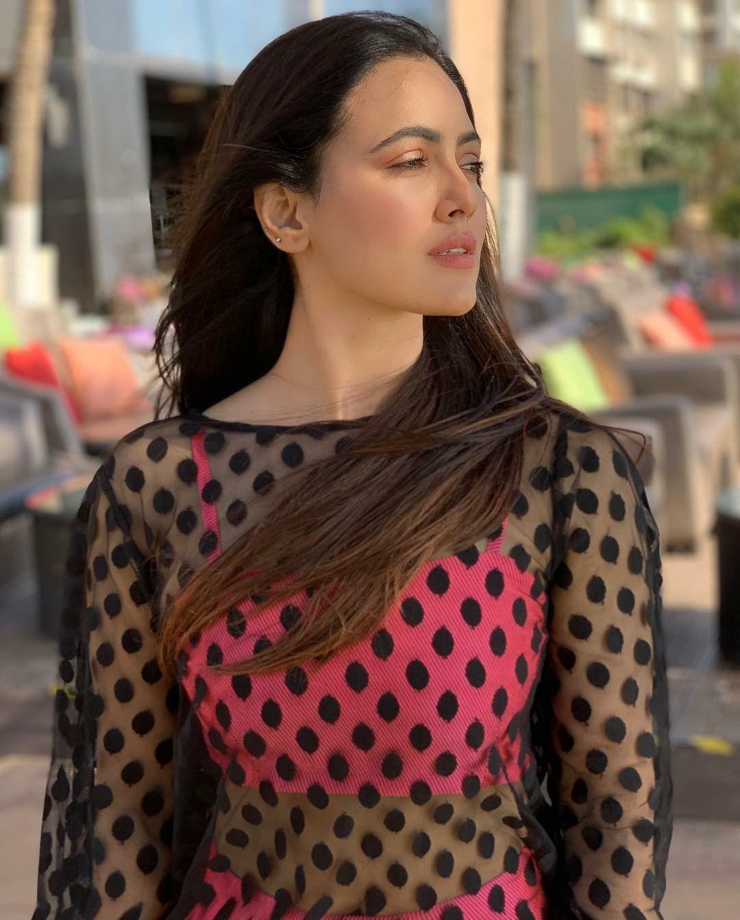 Sana Khan ÇR GR Fashion, Indian celebrities