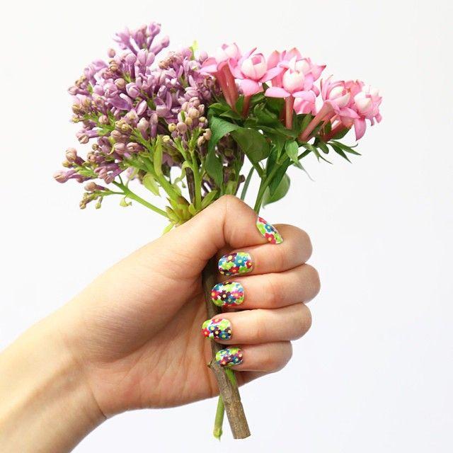 Fancy floral nail art. #SpringTrends